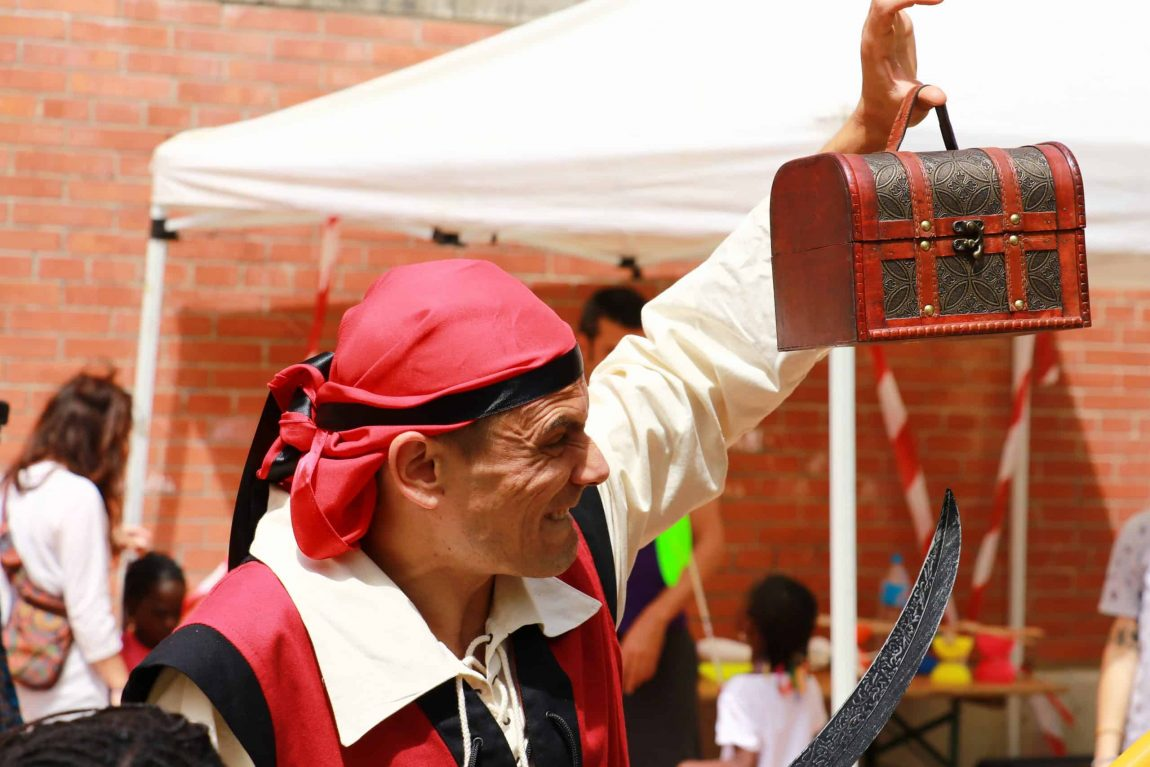 Cómo hacer un disfraz de pirata para niños y niñas